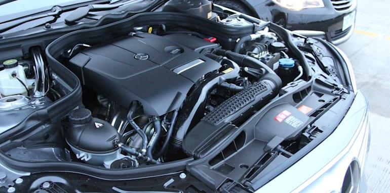 Holden Calais V Mercedes-Benz E250 - 29