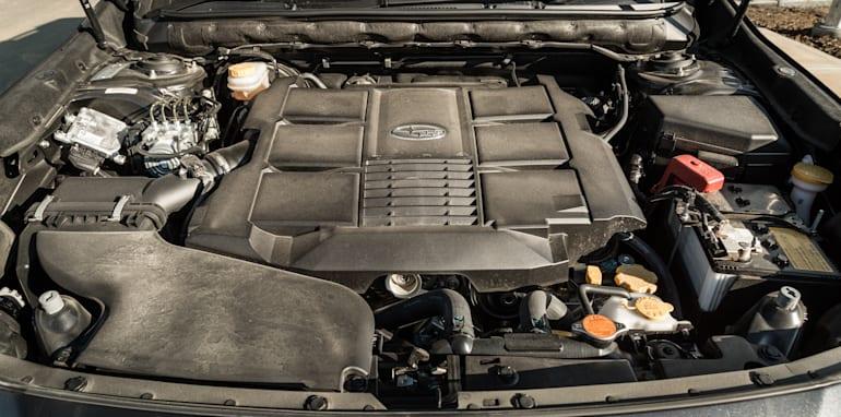 2016 Volkswagen Passat Alltrack 2.0TDI v 2016 Subaru Outback 3.6R Premium-83