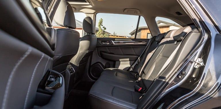 2016 Volkswagen Passat Alltrack 2.0TDI v 2016 Subaru Outback 3.6R Premium-73