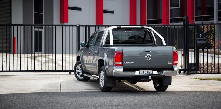 2015-nissan-navara-st-x-V-volkswagen-amarok-highline-ute-comparison-23