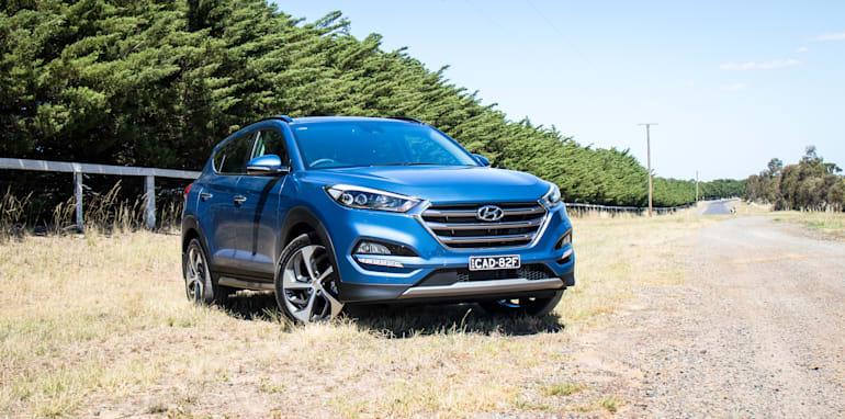 2017-hyundai-tucson-highlander-v-ford-escape-titanium-comparison-1