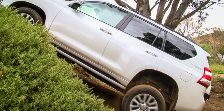 2016-toyota-prado-ford-everest-off-road-comparison-6