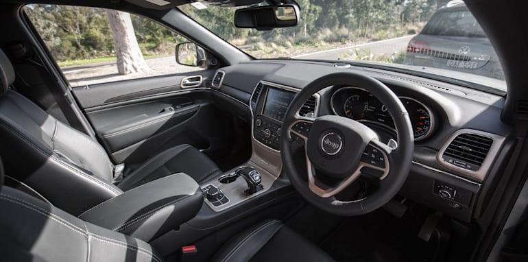 2016-jeep-grand-cherokee-volkswagen-touareg-comparison-12