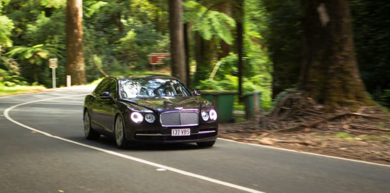 2015-bentley-v-mercedes-super-luxo-comparison-84