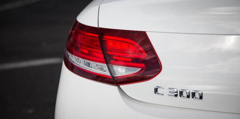 2016-mercedes-benz-c300-v-bmw-430i-comparison-87