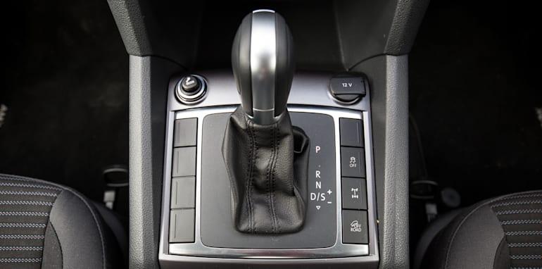 2015-nissan-navara-st-x-V-volkswagen-amarok-highline-ute-comparison-30