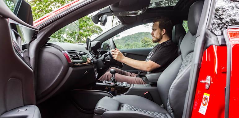 2015 Tesla Model S P85D v 2015 Audi RS7-60