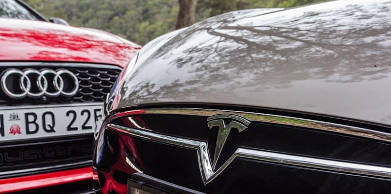 2015 Tesla Model S P85D v 2015 Audi RS7-16