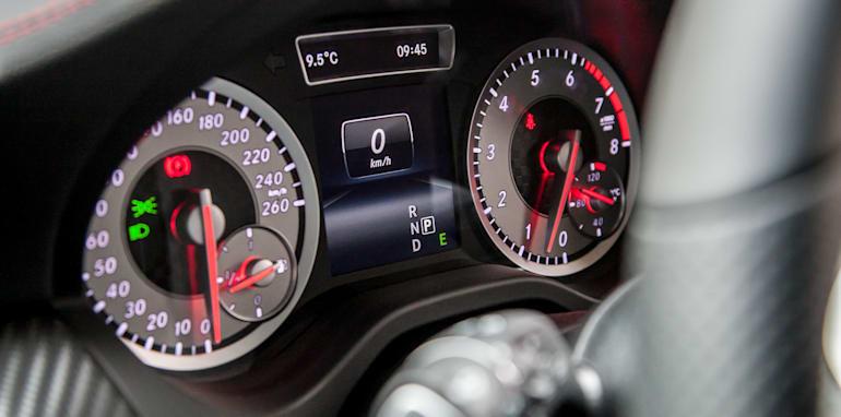2015-bmw-125i-v-mercedes-benz-a250-sport-interior-52