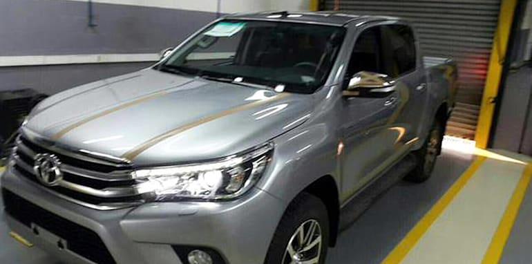 2016_Toyota_HiLux_Spy_Photos_3