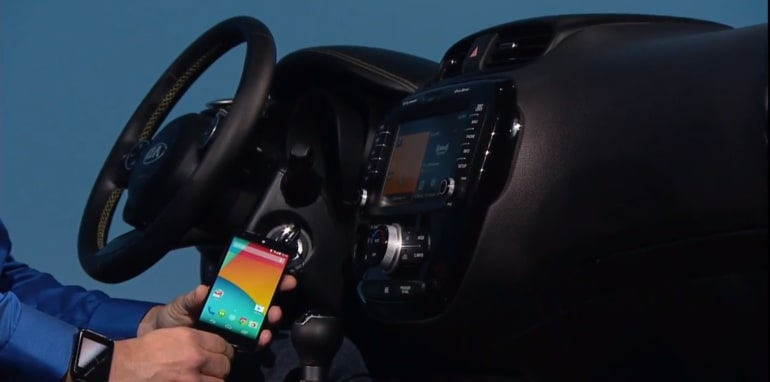 Plugging Nexus 5 into Android Auto