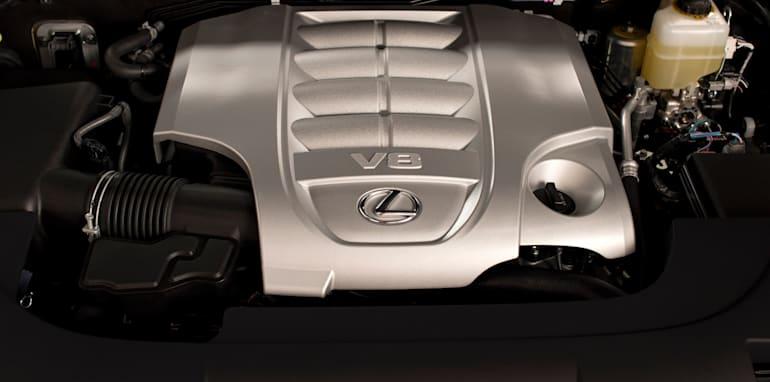 2016_Lexus_LX_570_018hr