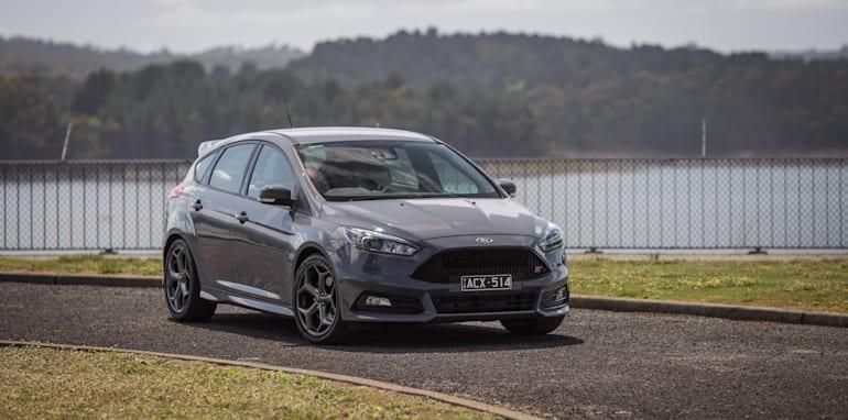 2015-ford-focus-st-hatch-21