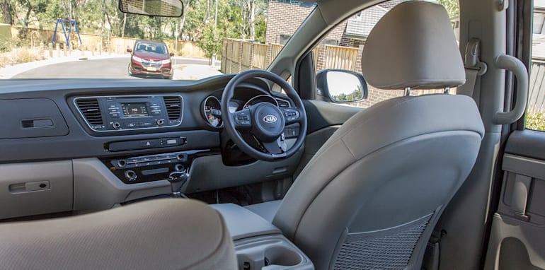 Kia Carnival v Honda Odyssey 58b