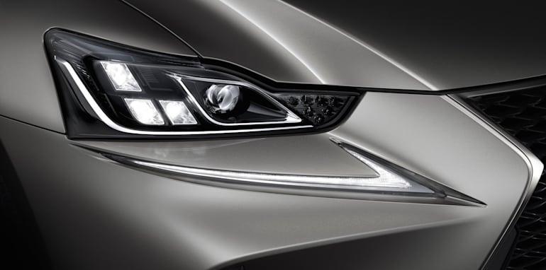 2017 Lexus IS_9