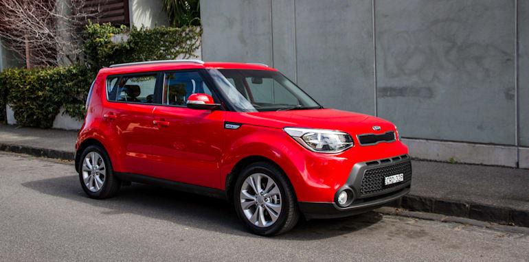2014-kia-soul-red-manual-hatch-22