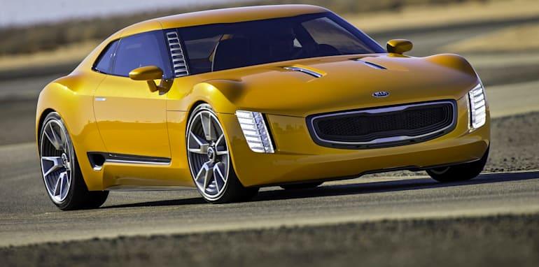 Kia-GT4-Stinger-driving