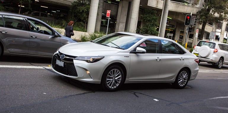 2015-honda-accord-hybrid-toyota-camry-hybrid-lexus-is300h-hybrid-comparison-66
