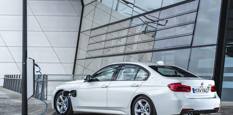 BMW 330e_2