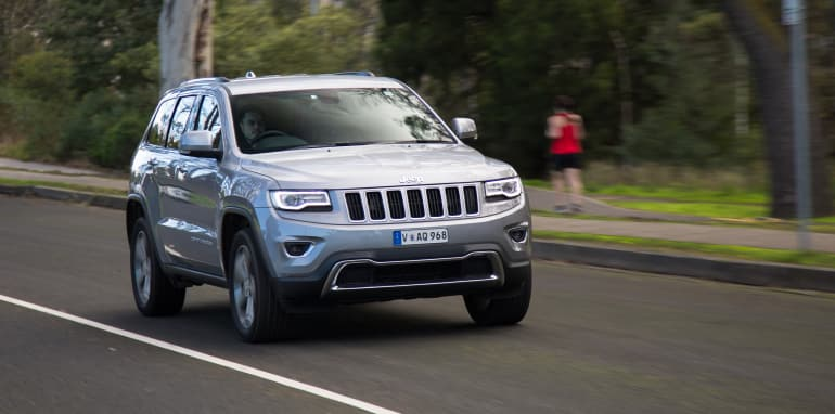2016-jeep-grand-cherokee-volkswagen-touareg-comparison-61