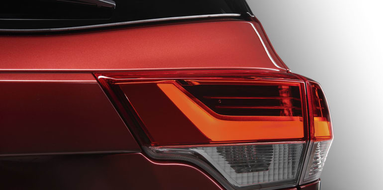 toyota-kluger-facelift-taillights