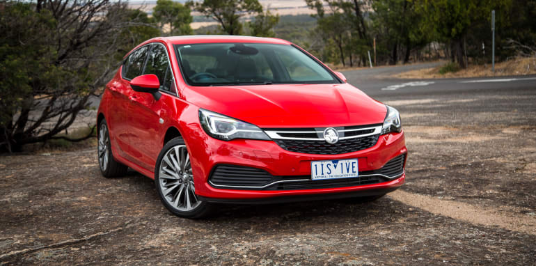 2017-holden-astra-v-volkswagen-golf-comparison-55