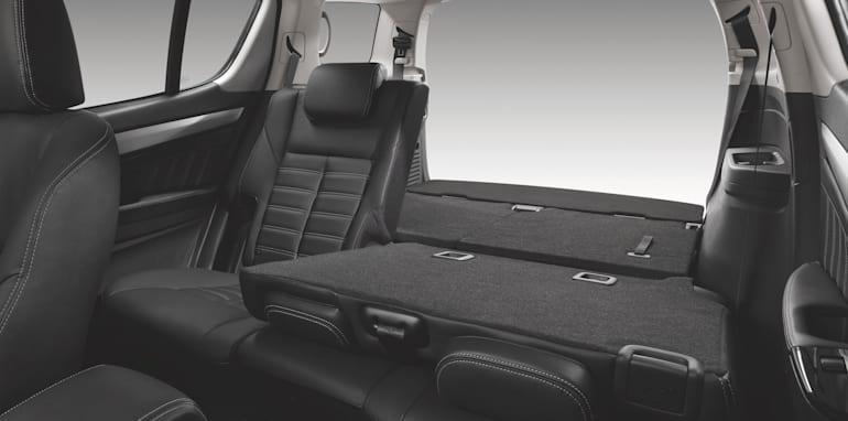 rf20-three-quarter-storage-no-prop-ls-t-black-leather