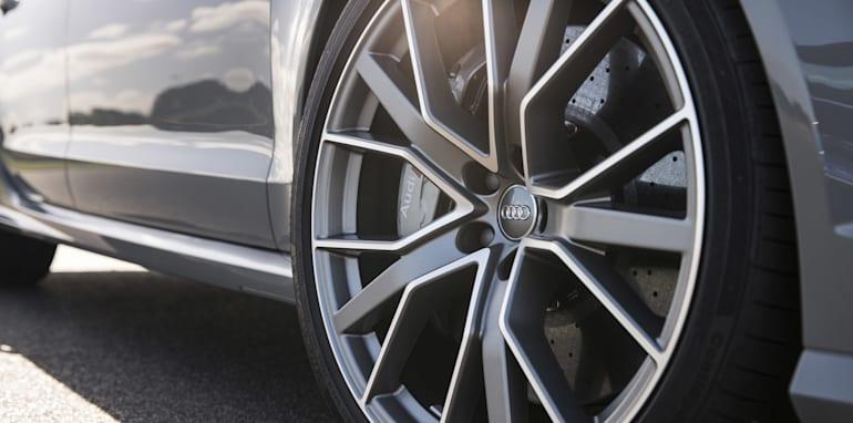 2016-Audi-RS6-Avant-Performance-21