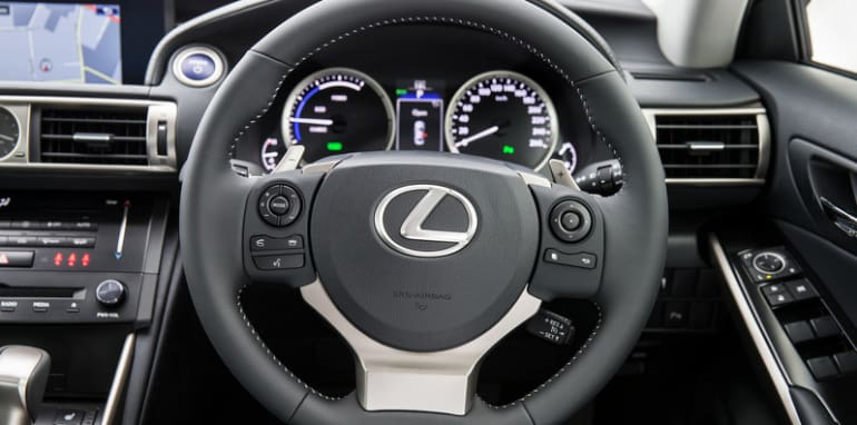 2013 Lexus IS 300h Luxury steering wheel