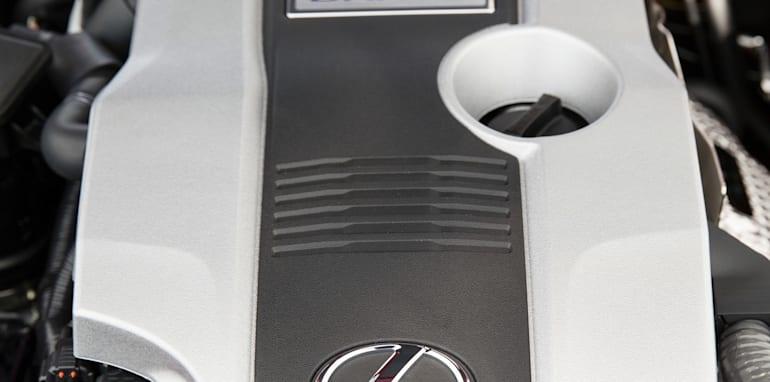2013 Lexus IS 300h Luxury engine