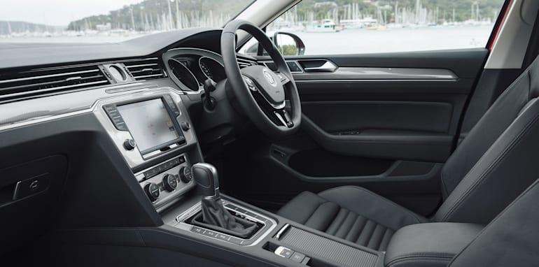 2016-Volkswagen-Passat-Alltrack-39