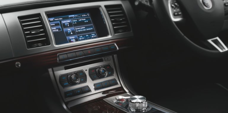 Jaguar XF 2.0 Petrol interior1