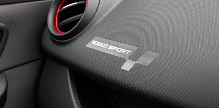 2015-renault-clio-RS-sport-hatch-9