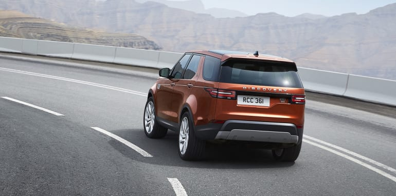 2017-land-rover-discovery_24
