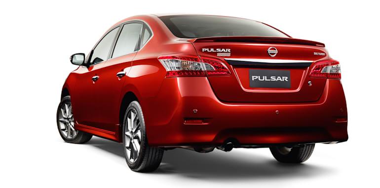 2015-nissan-pulsar-sss-sedan-2