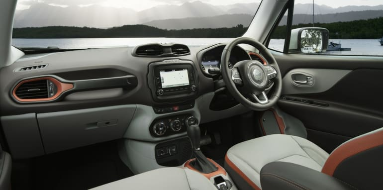 2015 Jeep Renegade_11