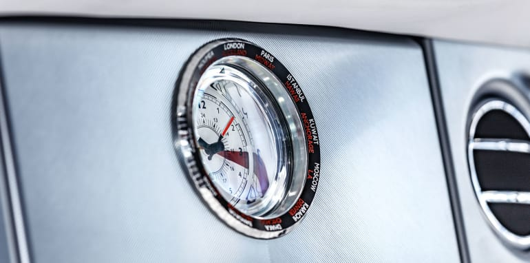 rolls-royce-phantom-final-clock