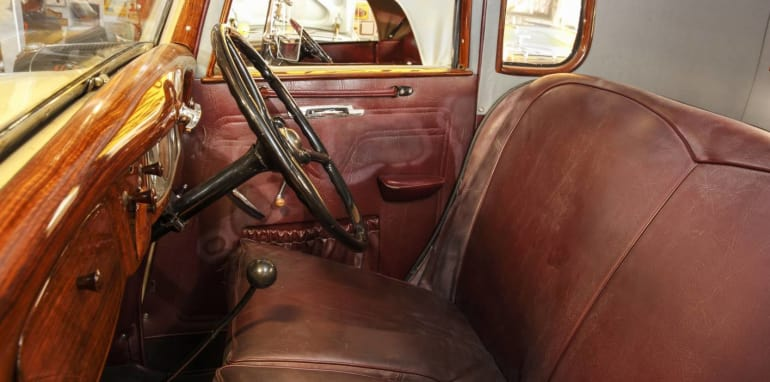 Ford-Coupe-Utility-inside