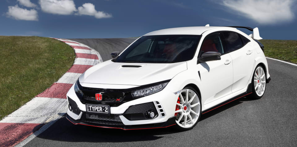 Honda Civic Type R meets S2000 on track - video