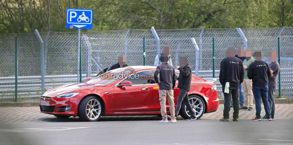 Tesla Nurburgring: two cars hit the track, go slower than before