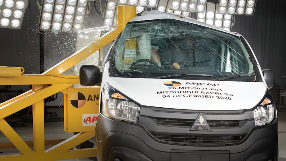 Vide: 2020 Mitsubishi Express van slammed after zero safety score
