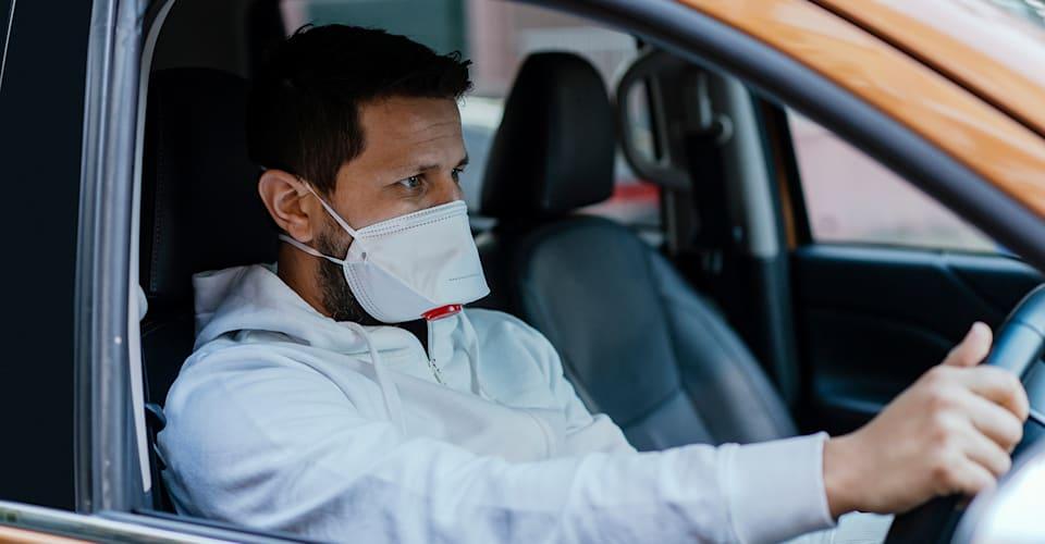 Вам действительно нужно носить маску в машине?  Узнаем |  CarAdvice