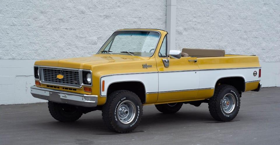 Тебе понадобится … гараж побольше?  Кабриолет Chevrolet K5 Blazer 1974 года выставлен на продажу    CarAdvice