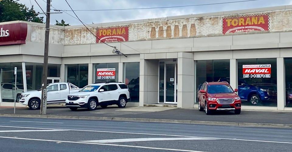 Флэшбэк: дилерский центр Holden переходит в ретро, поскольку лишенные вывески показывают прошлое  CarAdvice