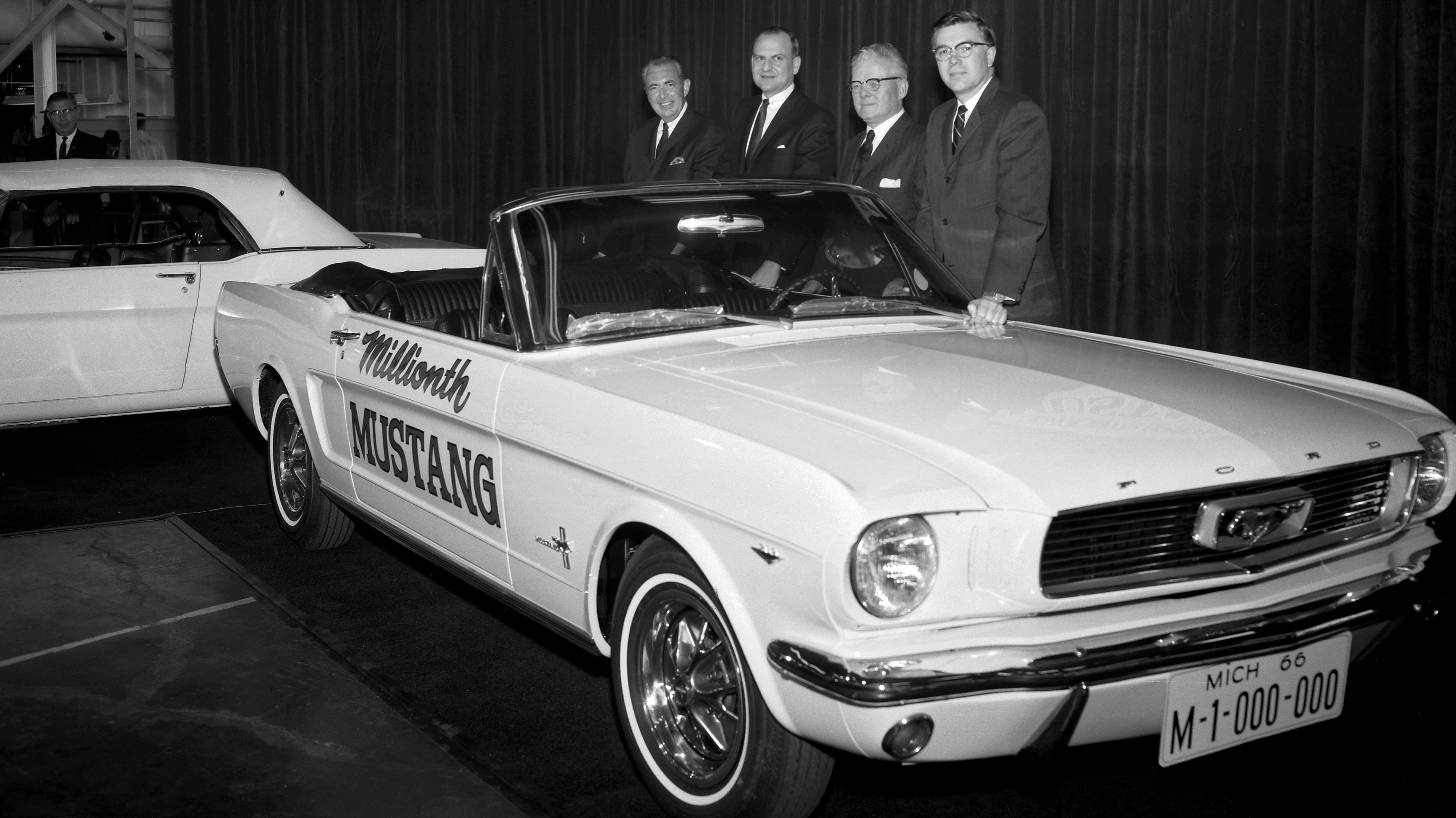Lee iacocca father of the mustang saviour of chrysler dies age 94