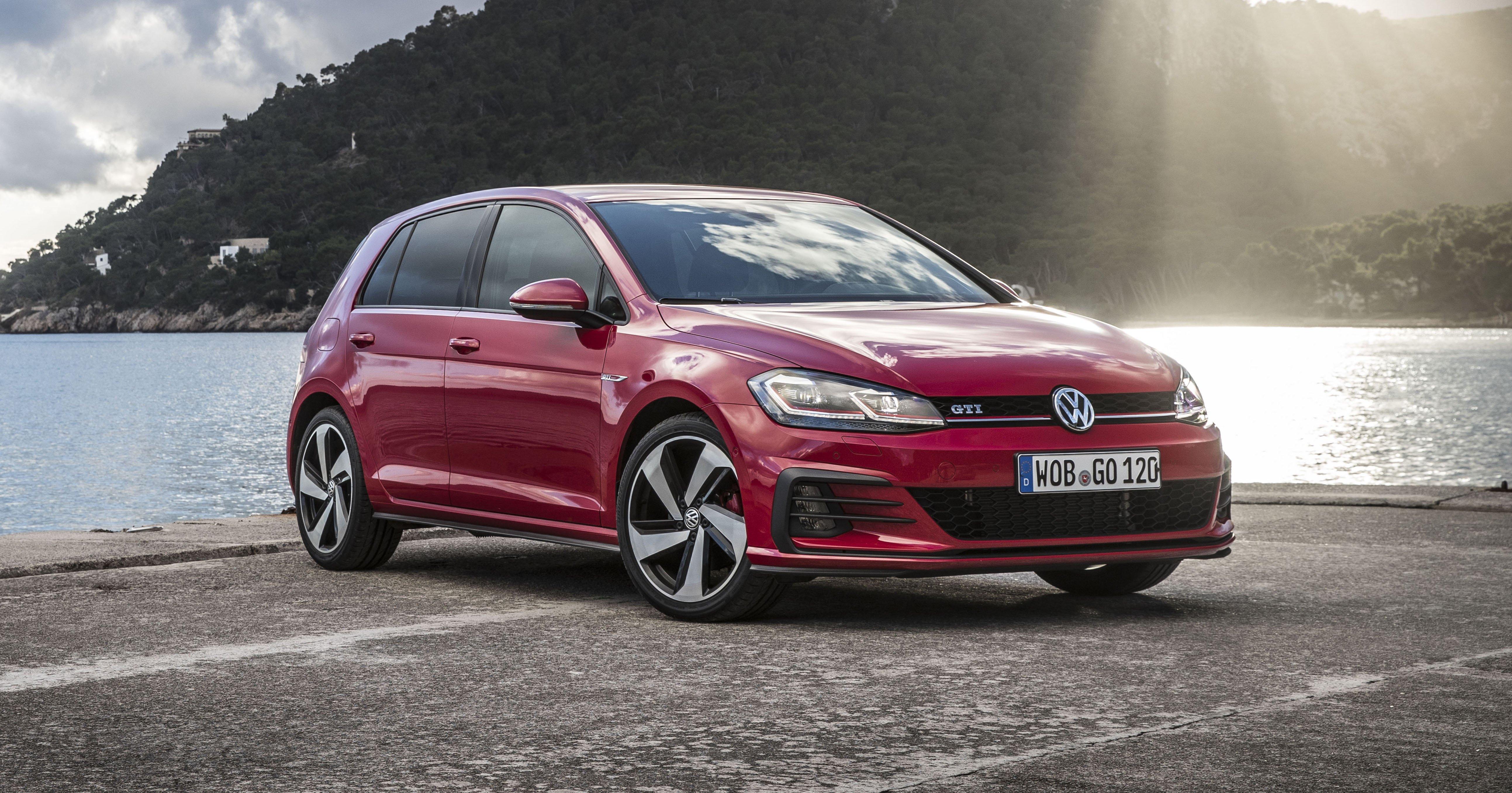 2017 Volkswagen Golf Gti R Pricing And Specs Three Door Gti Returns Golf R Wagon Too Update Caradvice
