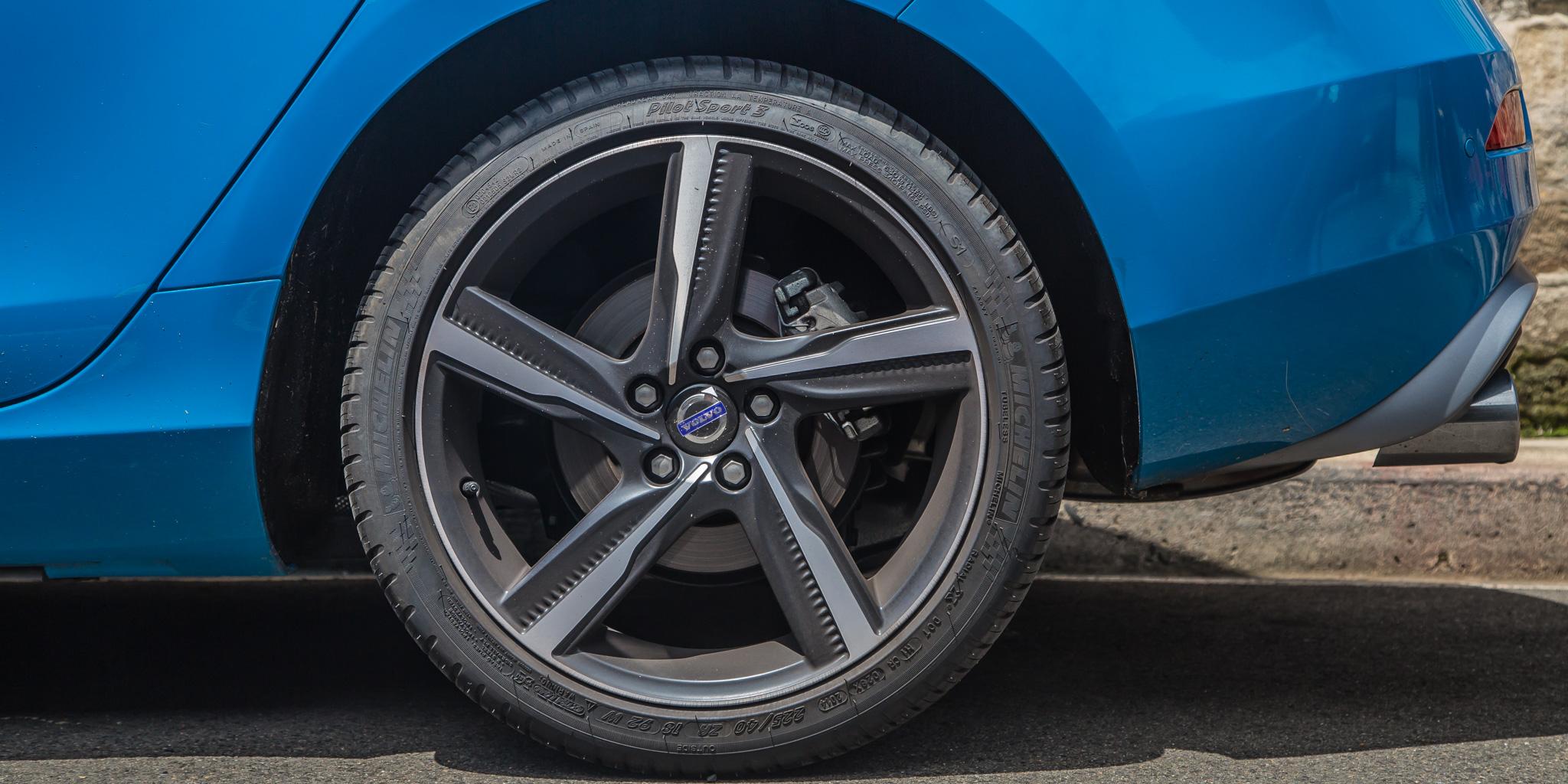 2015 Volvo V40 T5 R-Design Review | CarAdvice