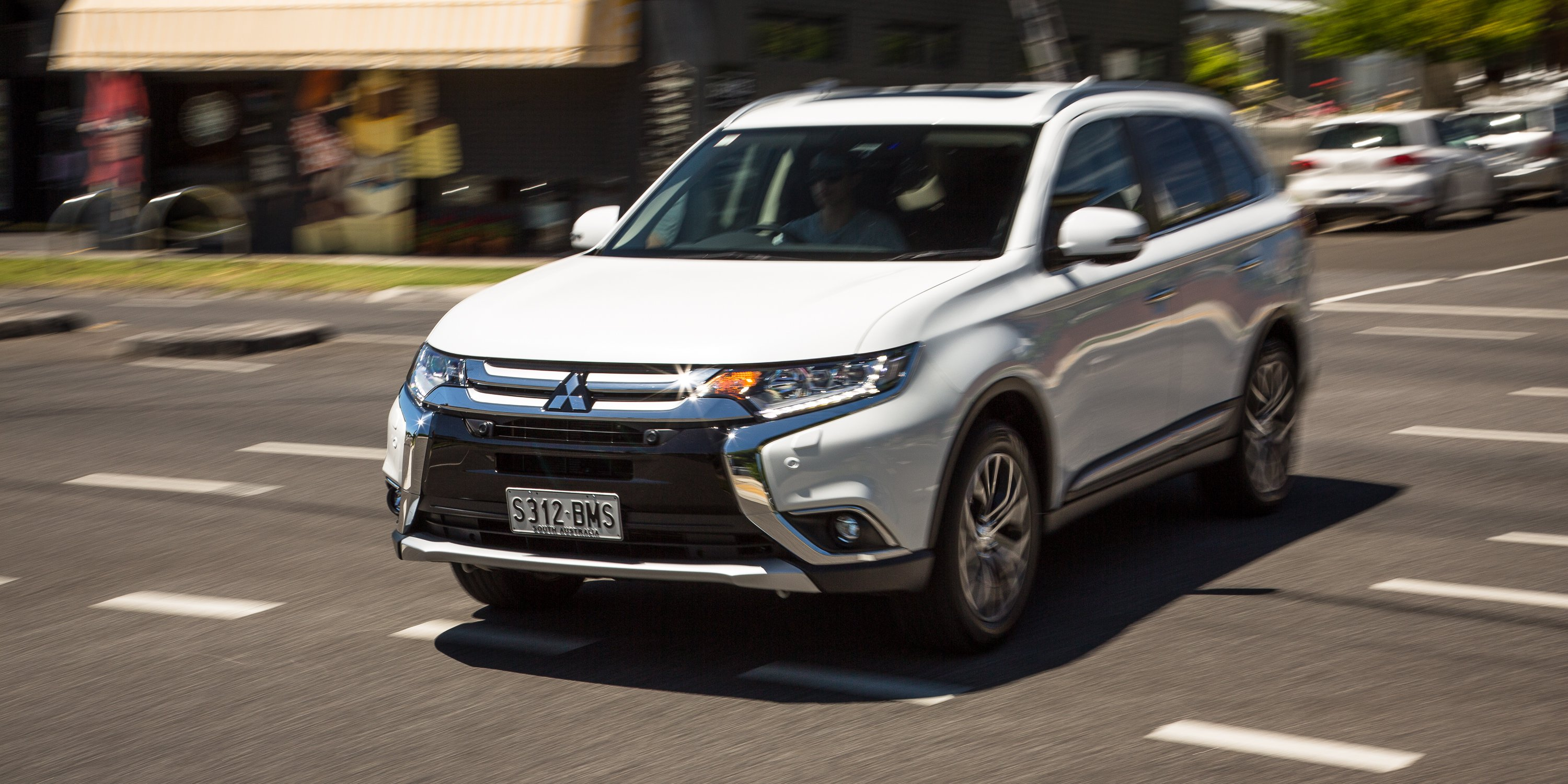 2017 Mitsubishi Outlander Exceed petrol review | CarAdvice