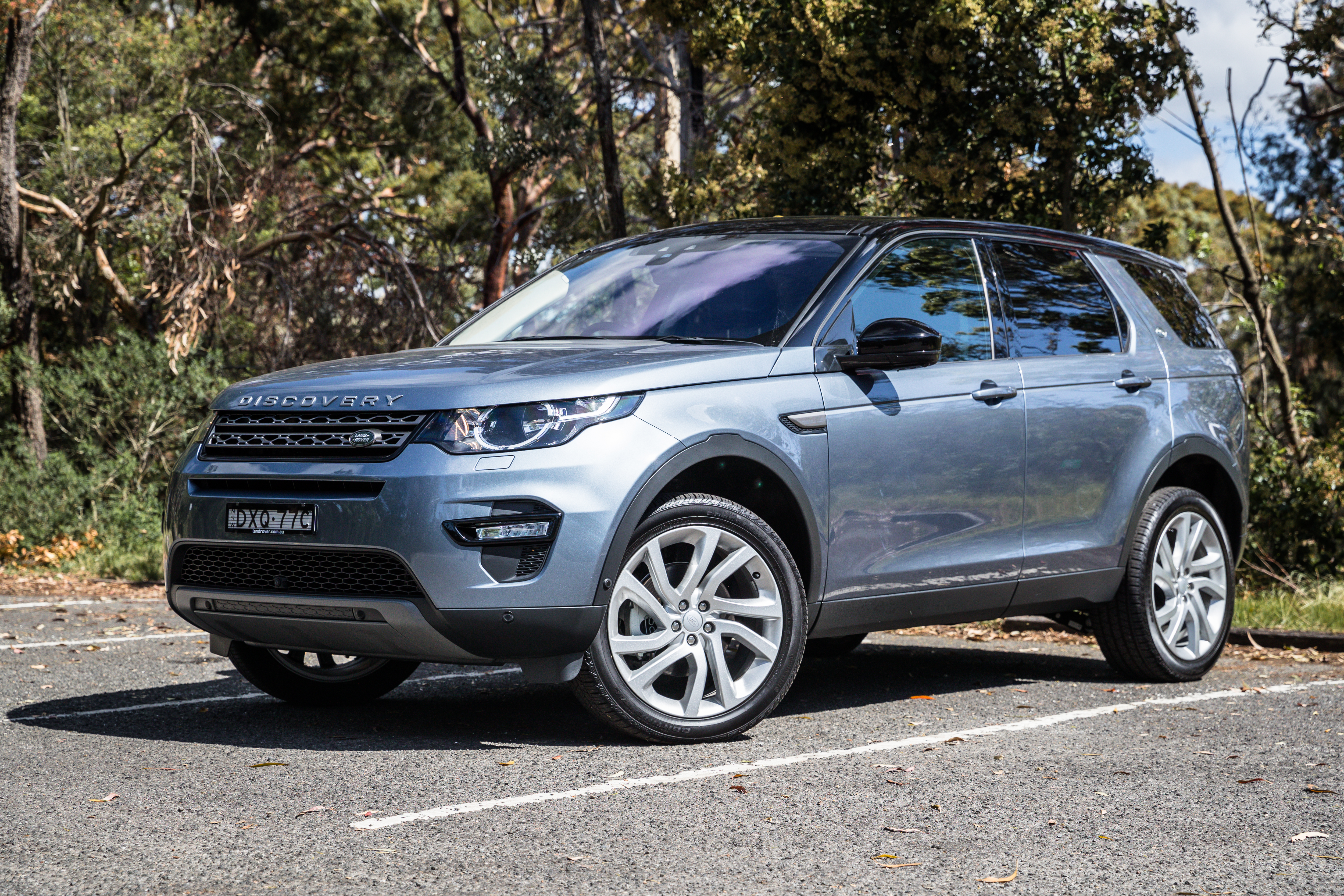 2019 Jeep Cherokee Trailhawk v Land Rover Discovery Sport