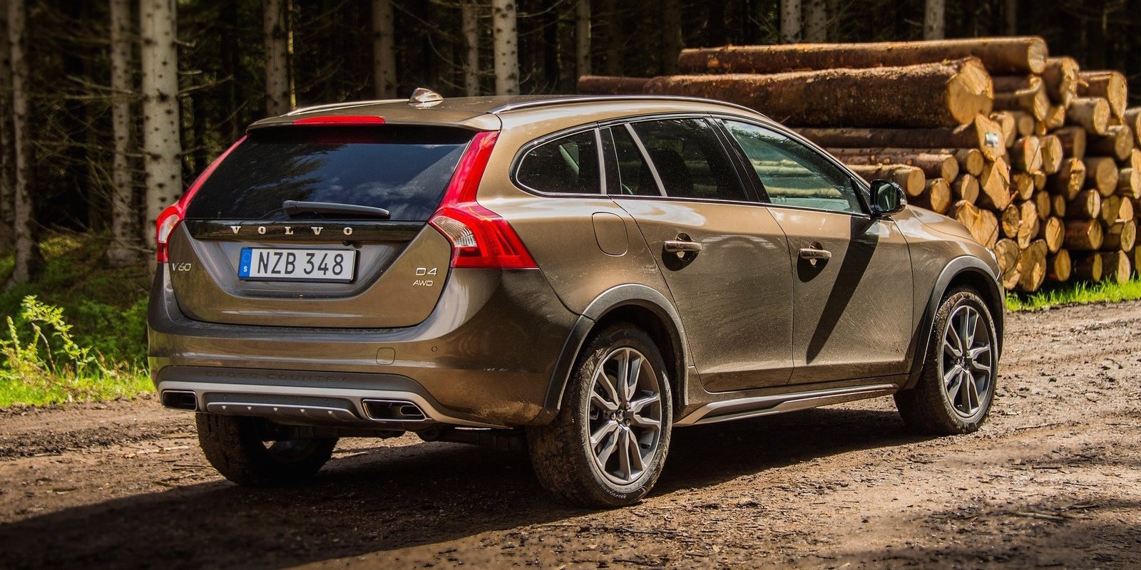 Volvo V60 Cross Country pricing and specifications | CarAdvice